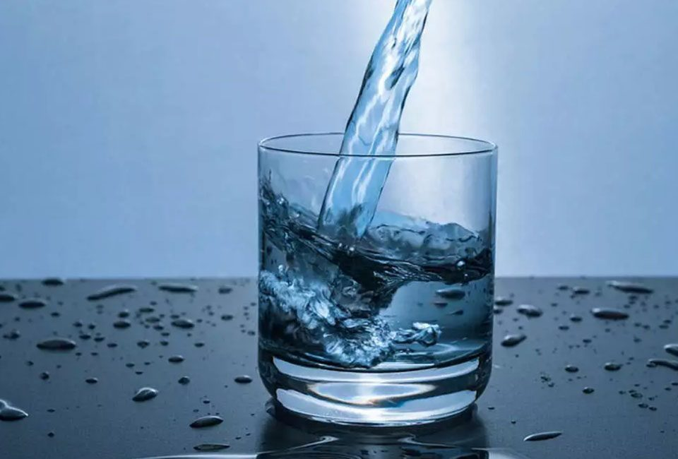 Does Drinking 8 Glasses Of Water Daily Really Help?